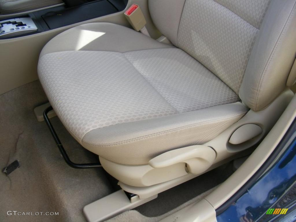 beige interior 2004 mazda mazda3 i sedan photo 39137734. Black Bedroom Furniture Sets. Home Design Ideas