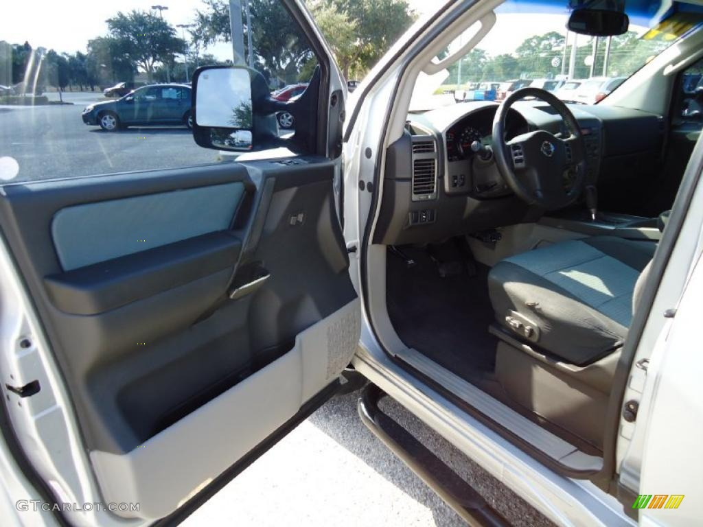 graphite titanium interior 2004 nissan titan se king cab. Black Bedroom Furniture Sets. Home Design Ideas