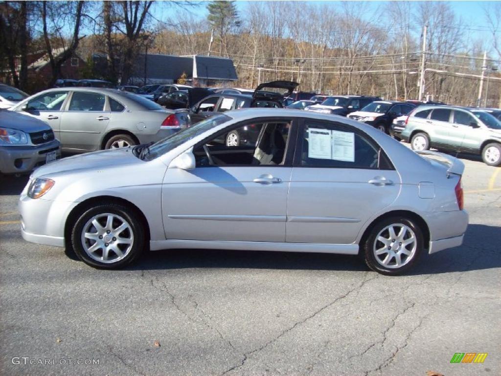 Clear silver 2006 kia spectra sx sedan exterior photo 39214734