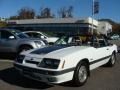 9L - Oxford White Ford Mustang (1985)