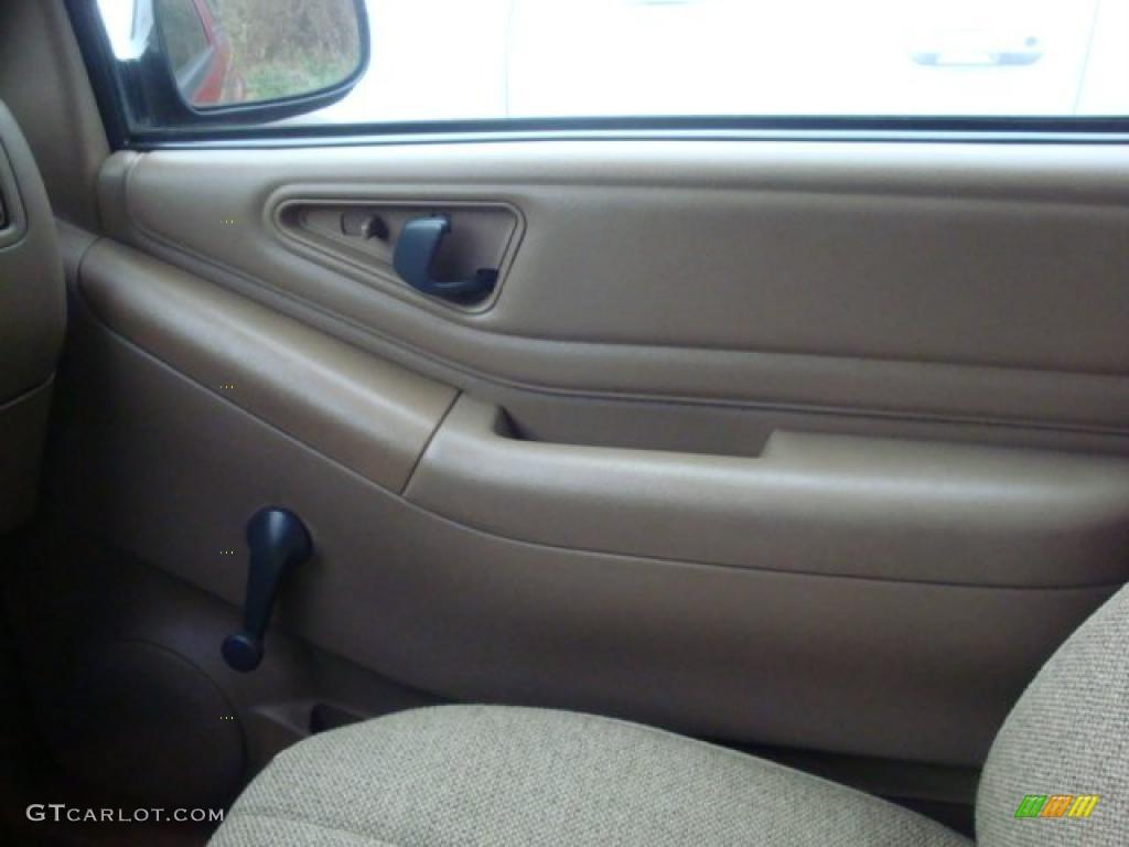 1995 chevrolet s10 ls regular cab door panel photos for Chevy s10 interior door panels