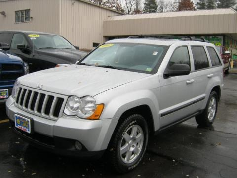 2009 jeep grand cherokee laredo 4x4 data info and specs. Black Bedroom Furniture Sets. Home Design Ideas