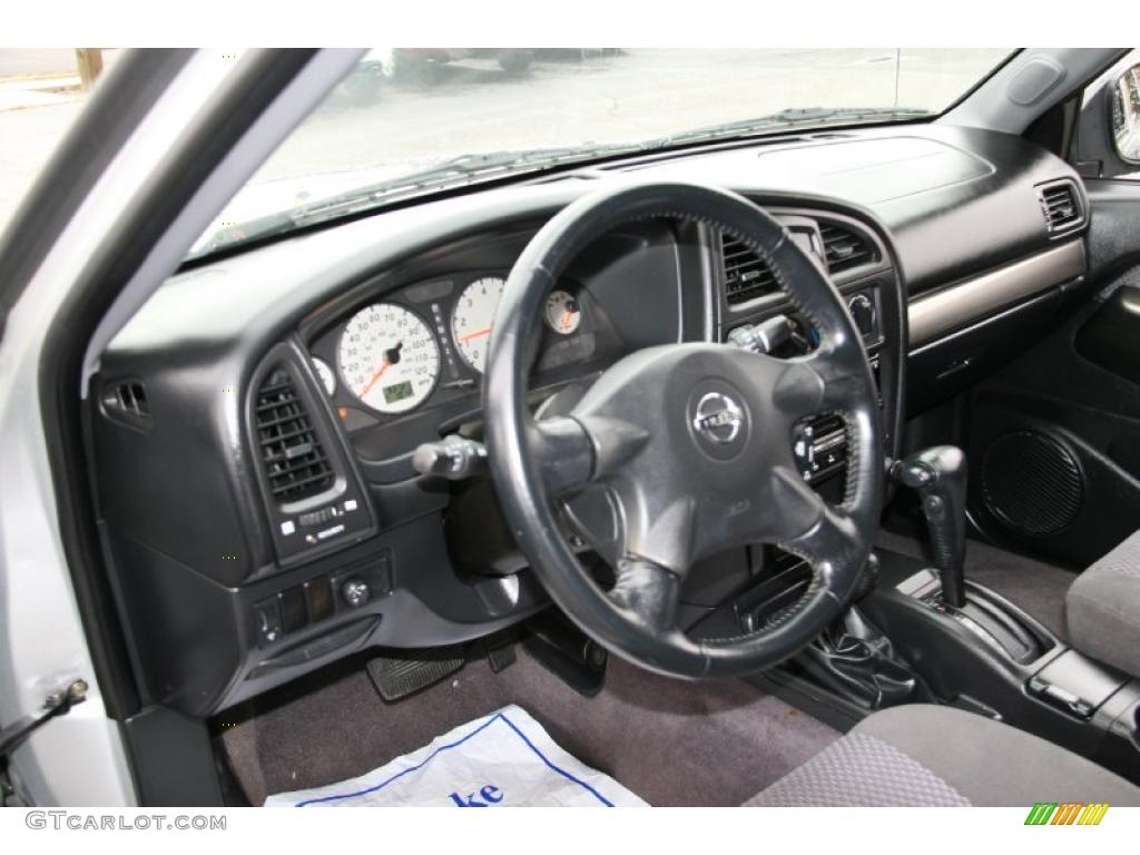 Charcoal Interior 2004 Nissan Pathfinder Se 4x4 Photo