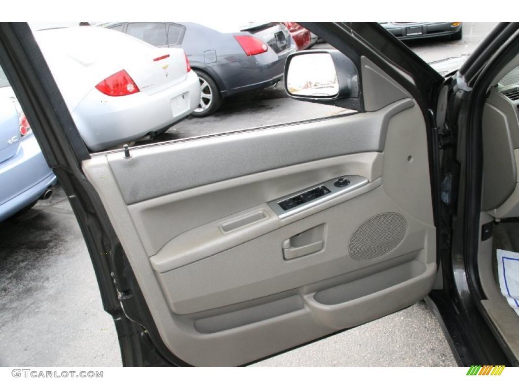 2005 Jeep Grand Cherokee Laredo 4x4 Dark Khaki Light Graystone Door Panel Photo 39429054