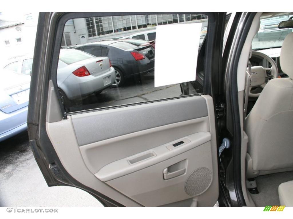 2005 Jeep Grand Cherokee Laredo 4x4 Dark Khaki Light Graystone Door Panel Photo 39429070