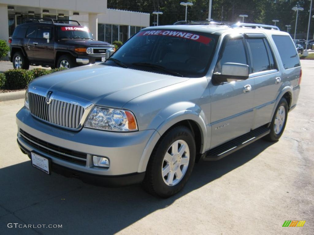 satellite silver metallic 2005 lincoln navigator luxury exterior photo 39435054. Black Bedroom Furniture Sets. Home Design Ideas
