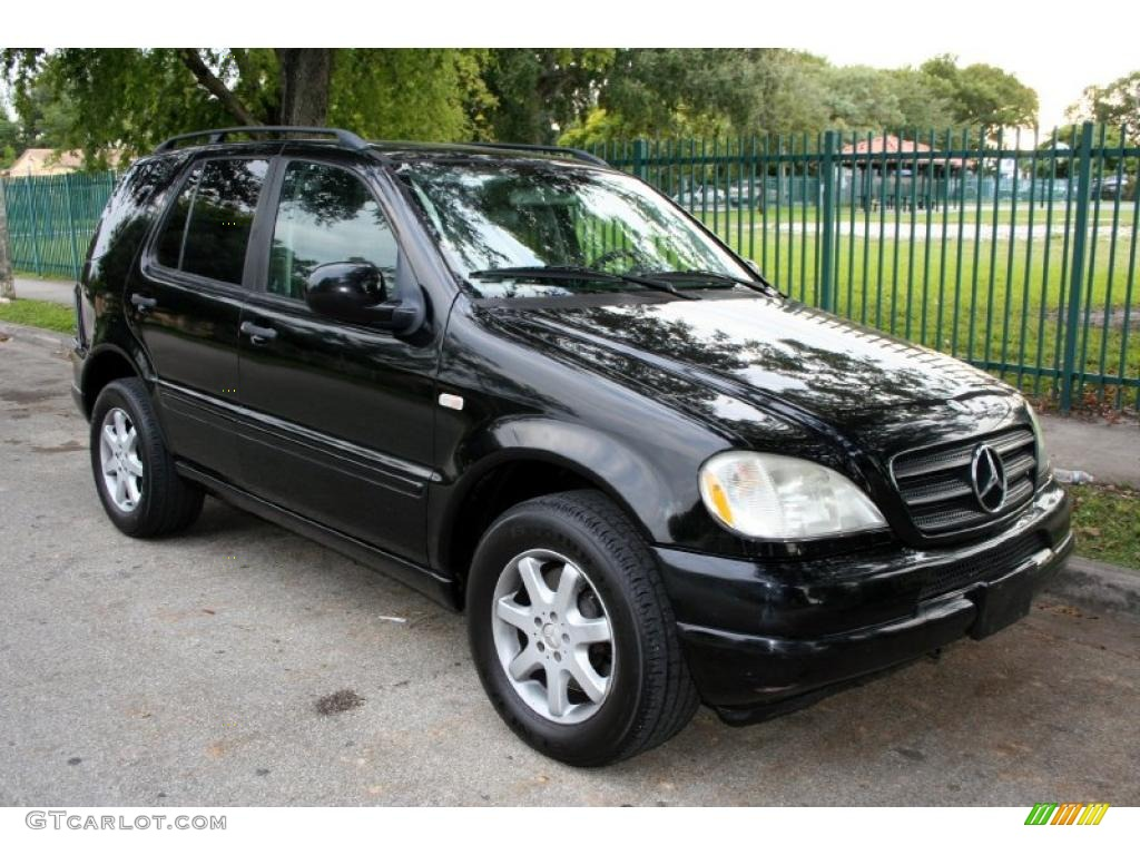 Mercedes Benz Ml 320 Cdi 4matic 2 also Exterior 39507740 furthermore Mercedes Benz Ml Klasse W164 2008 as well Mercedes Ml 63 Amg In Neuem Outfit together with Watch. on 2010 mercedes ml320 interior