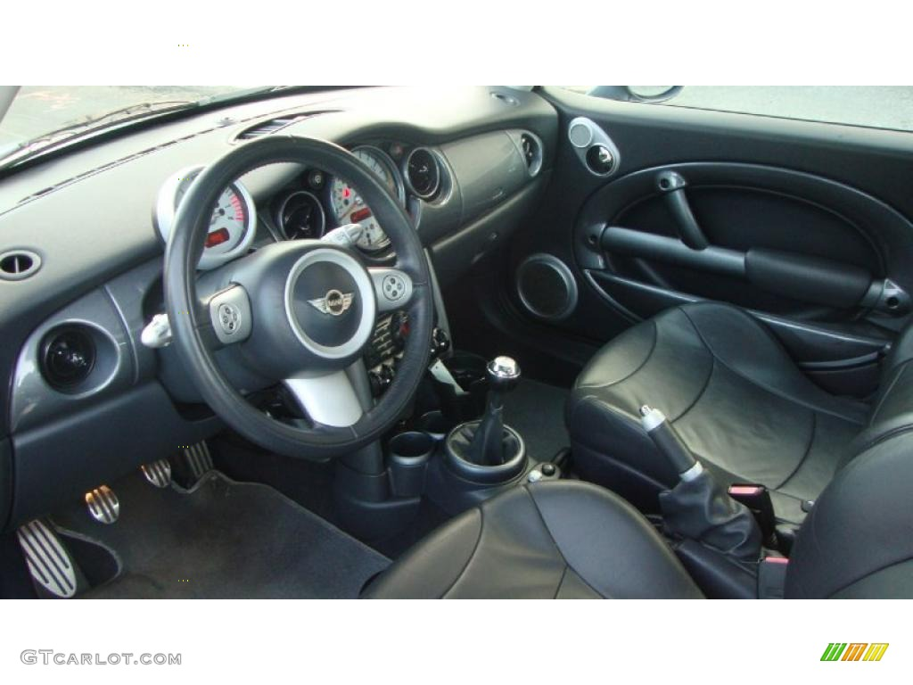 Panther black interior 2004 mini cooper s hardtop photo for Mini cooper s interieur