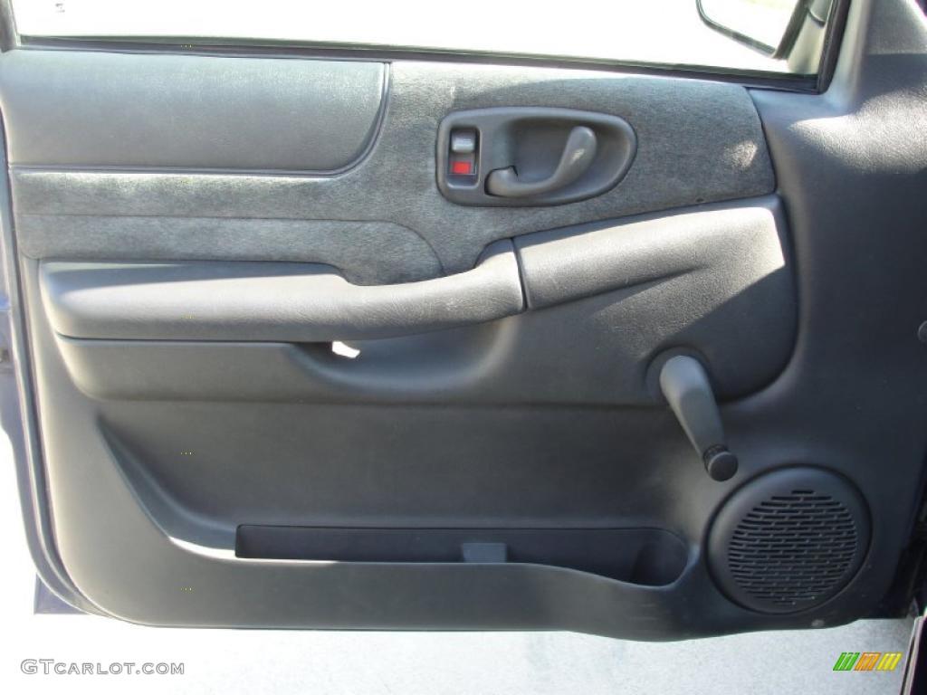 2002 Chevrolet S10 Ls Extended Cab Medium Gray Door Panel Photo 39513484 Gtcarlot Com