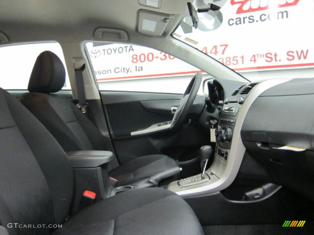 Toyota Corolla (2010) - picture 30 of 37