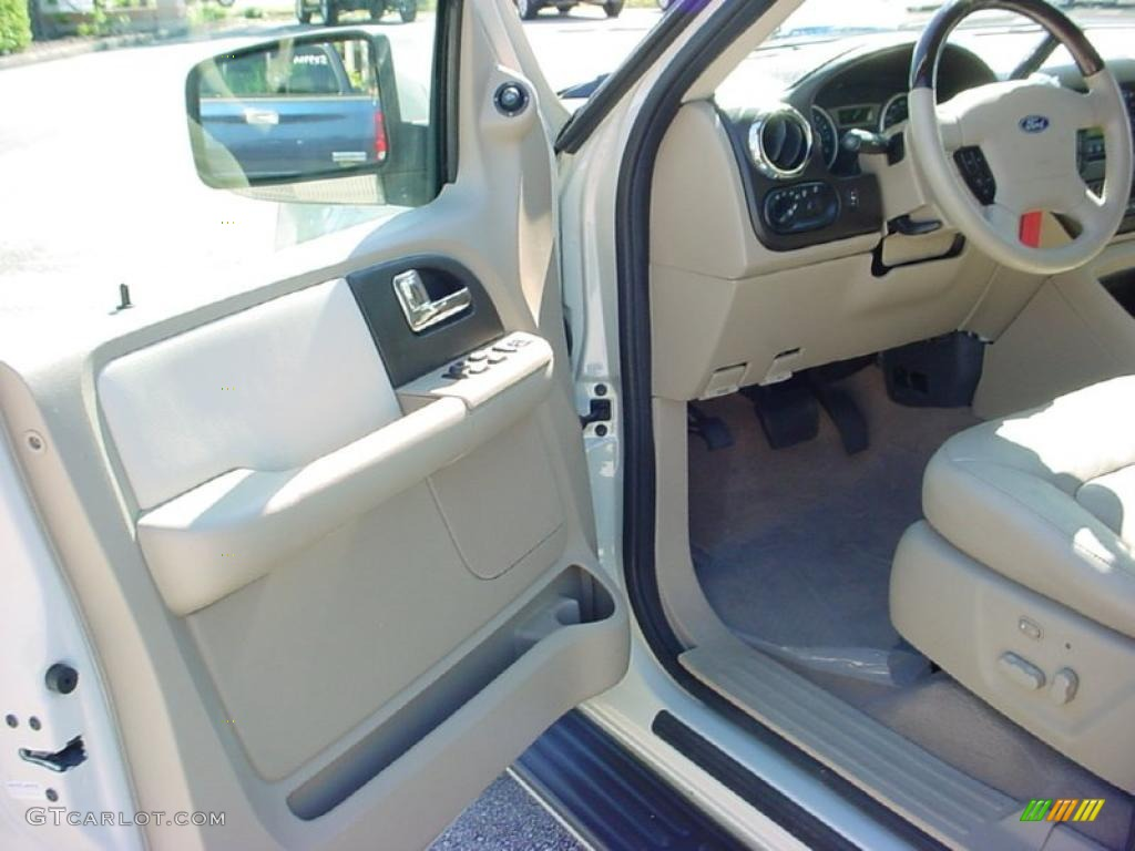 Medium Parchment Interior 2005 Ford Expedition Limited Photo 39671867