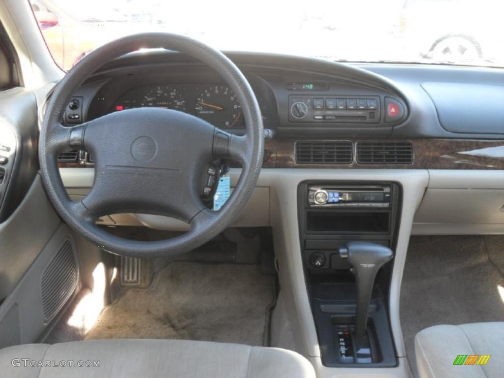 Beige Interior 1994 Nissan Altima Gxe Photo 39673831