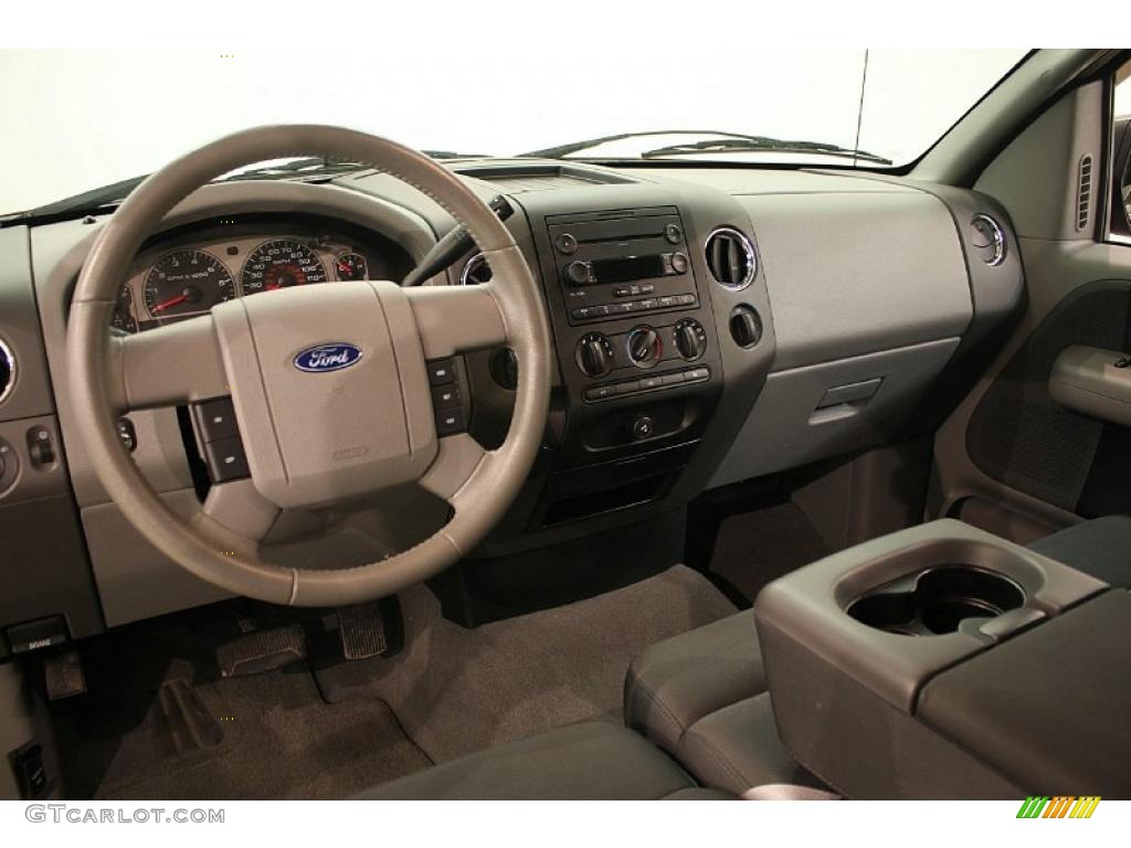 Medium/Dark Flint Interior 2007 Ford F150 XLT SuperCab 4x4 Photo #39685443 | GTCarLot.com