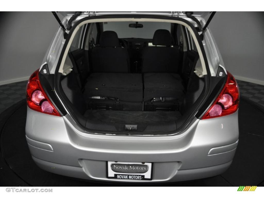 2009 nissan versa 1 8 s hatchback trunk photo 39734243. Black Bedroom Furniture Sets. Home Design Ideas