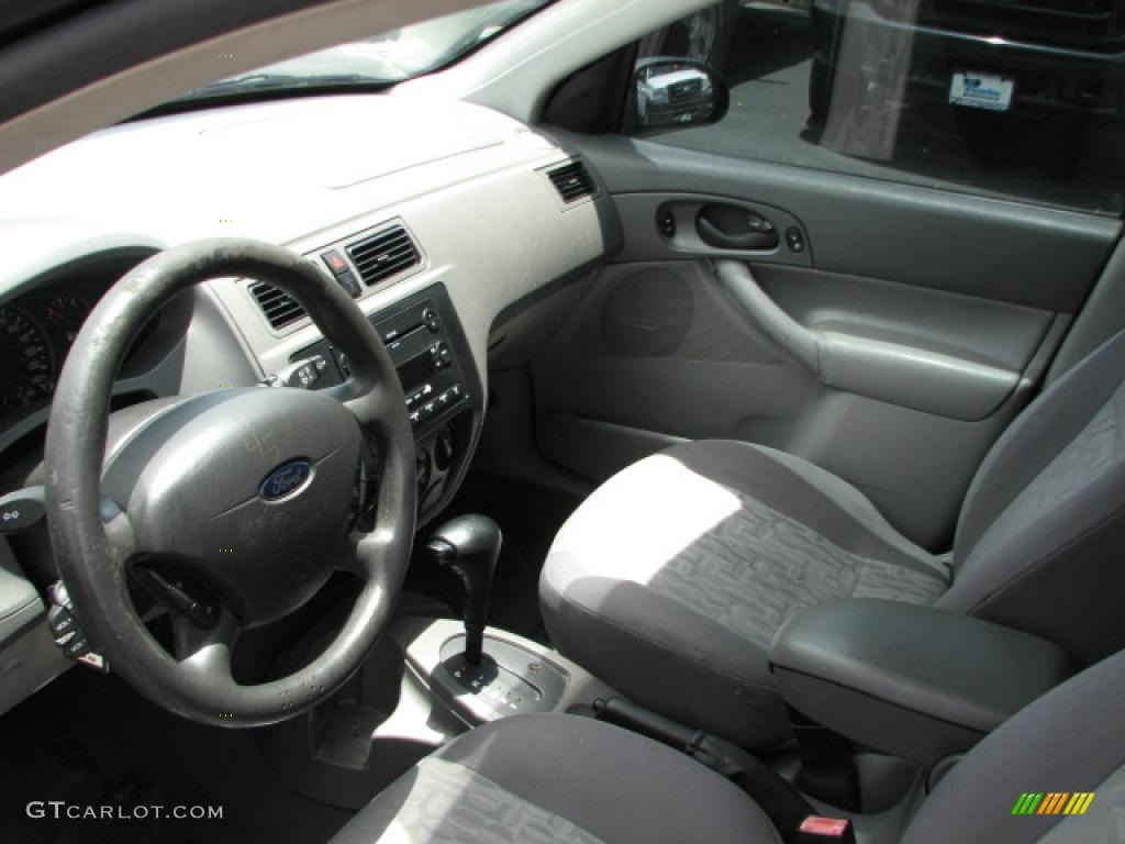 2005 Focus ZX4 SE Sedan - Pitch Black / Dark Flint/Light Flint photo #11