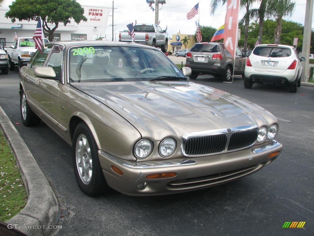 Topaz metallic 2000 jaguar xj xj8 exterior photo 39773078 for Jaguar xj exterior