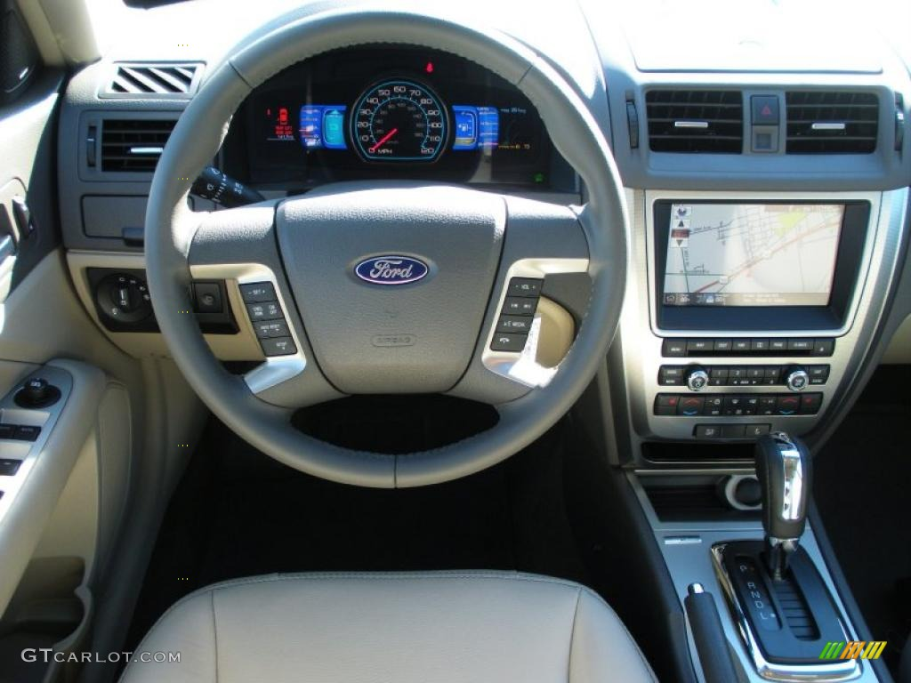2017 Ford Fusion Hybrid Medium Light Stone Dashboard Photo 39824130