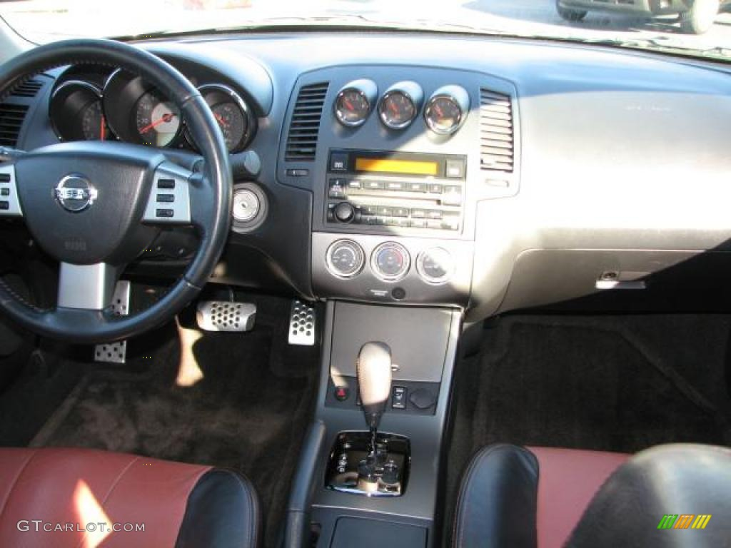2006 nissan altima 3 5 se r charcoal dashboard photo. Black Bedroom Furniture Sets. Home Design Ideas