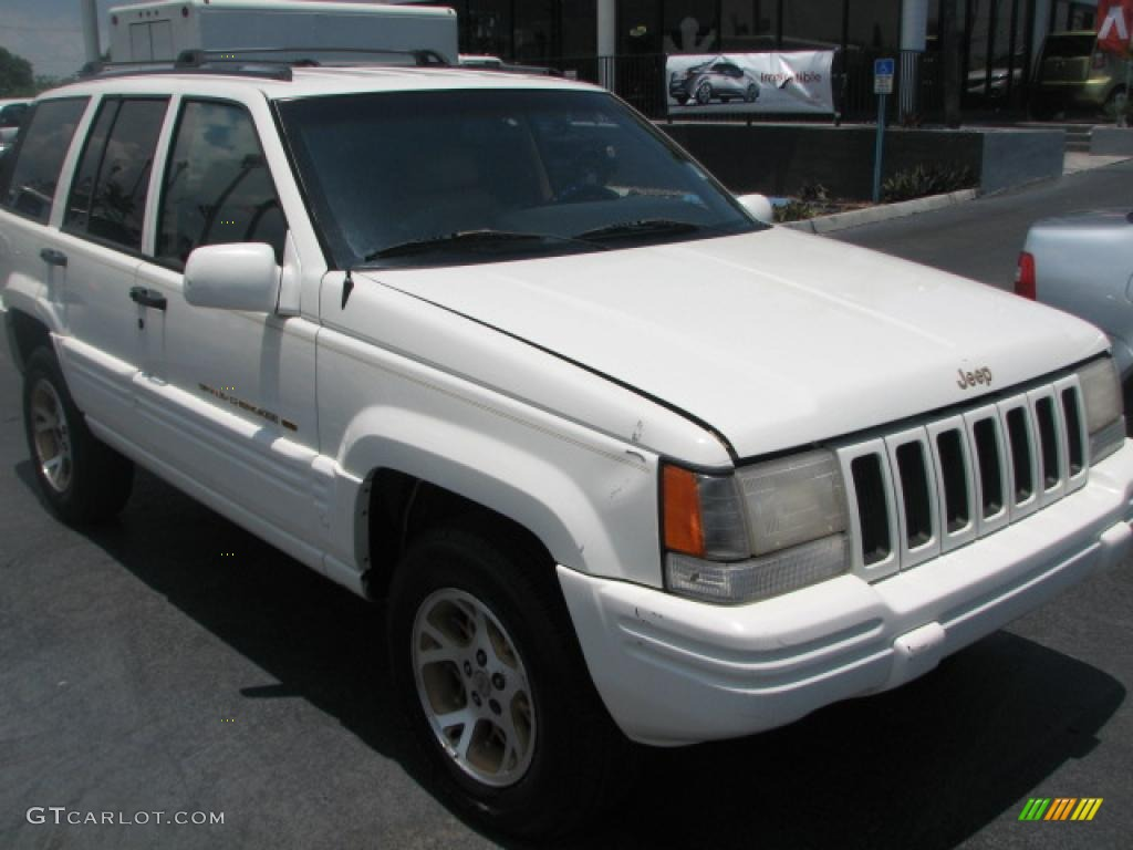 1996 Grand Cherokee Limited 4x4 - Stone White / Beige photo #1
