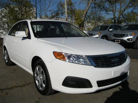 Clear White Kia Optima in 2010. Clear White
