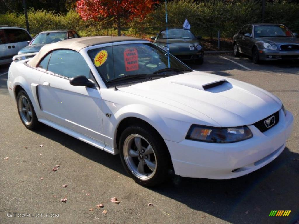 Oxford white 2002 ford mustang gt convertible exterior photo 39930692