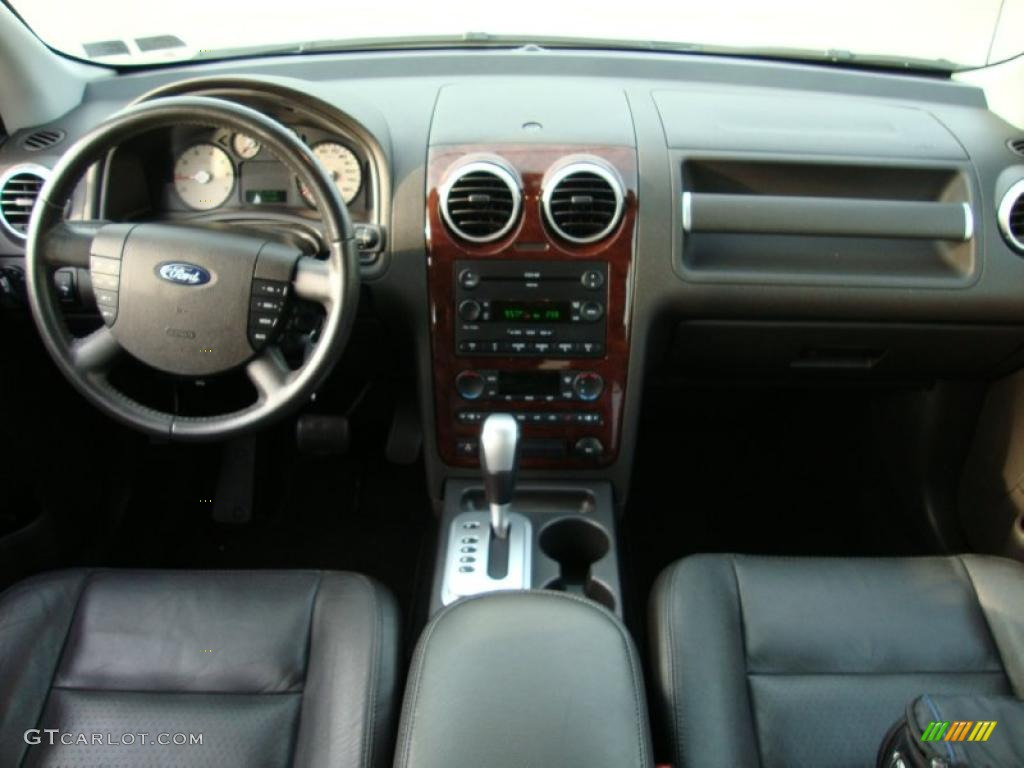 2006 Ford Freestyle Limited Awd Black Dashboard Photo 39962509