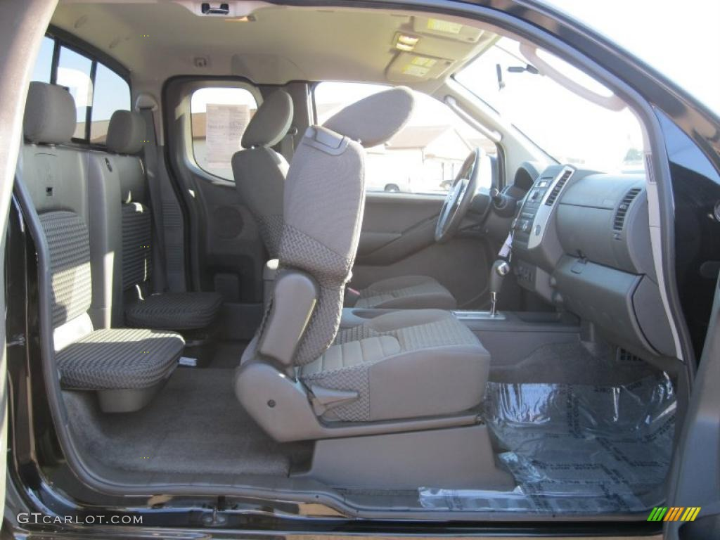 graphite interior 2010 nissan frontier se v6 king cab 4x4. Black Bedroom Furniture Sets. Home Design Ideas