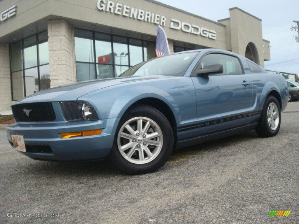 2006 Mustang V6 Deluxe Coupe - Windveil Blue Metallic / Dark Charcoal photo #2