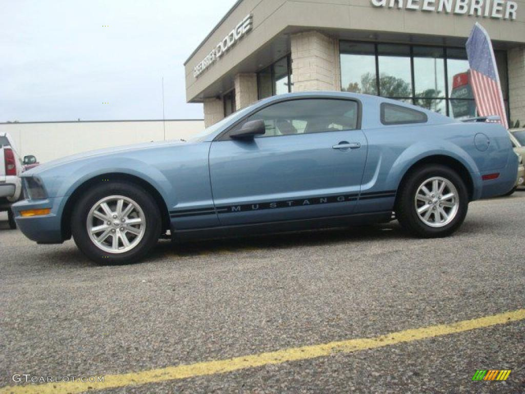 2006 Mustang V6 Deluxe Coupe - Windveil Blue Metallic / Dark Charcoal photo #3