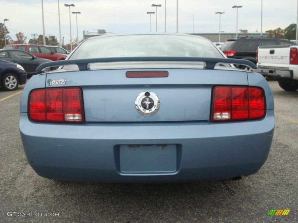 2006 Mustang V6 Deluxe Coupe - Windveil Blue Metallic / Dark Charcoal photo #5