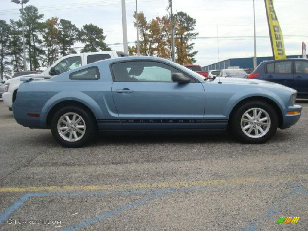 2006 Mustang V6 Deluxe Coupe - Windveil Blue Metallic / Dark Charcoal photo #7