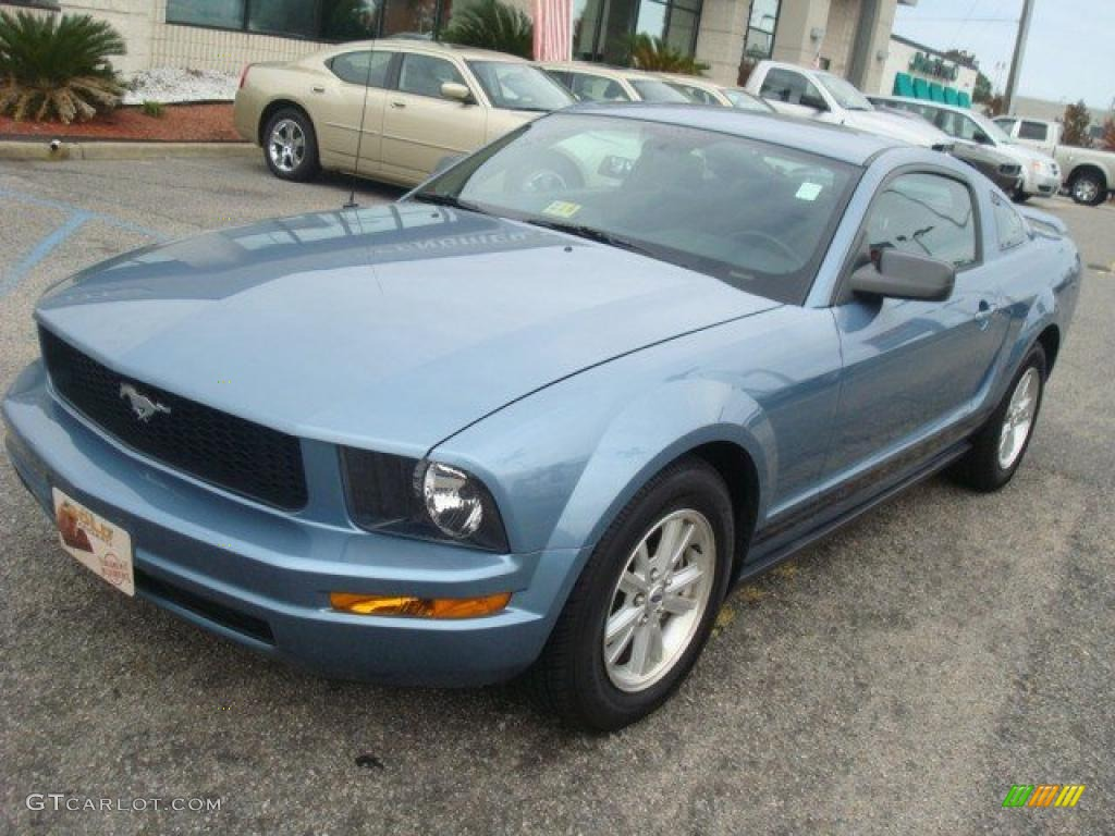 2006 Mustang V6 Deluxe Coupe - Windveil Blue Metallic / Dark Charcoal photo #10