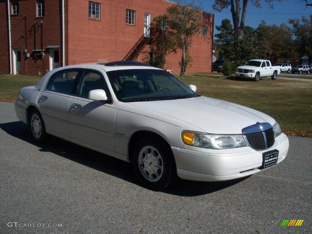 vibrant white 1998 lincoln town car signature exterior photo 40172469. Black Bedroom Furniture Sets. Home Design Ideas