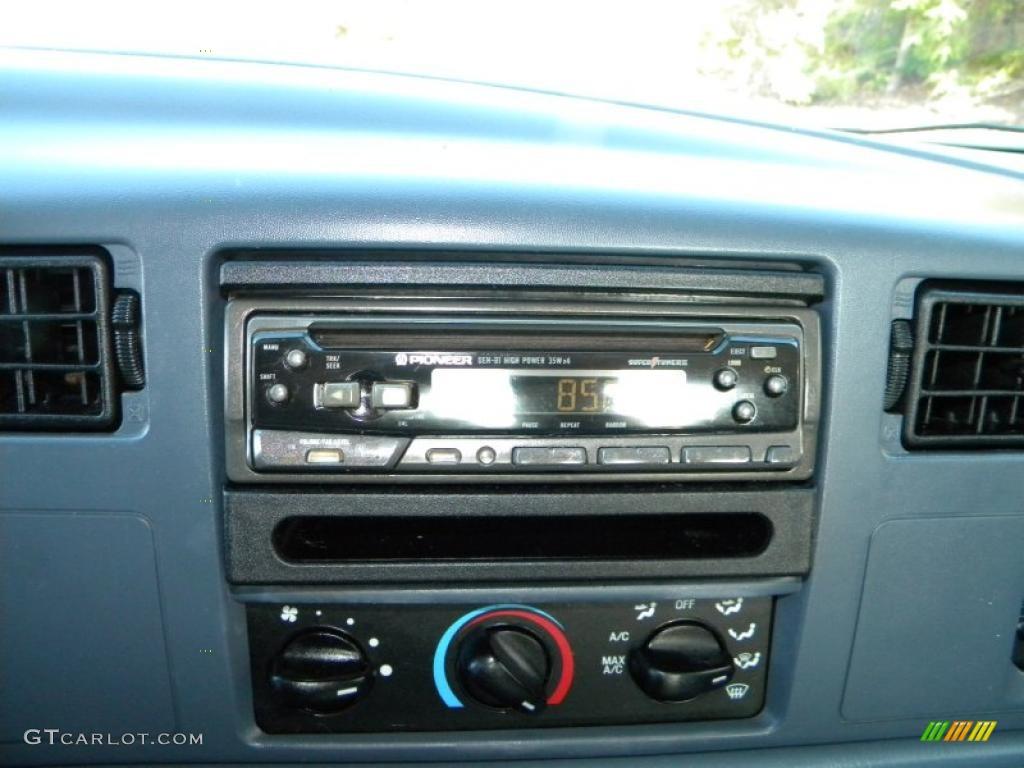 1999 Ford F350 Super Duty XLT Crew Cab 4x4 Dually Controls Photo #40626066
