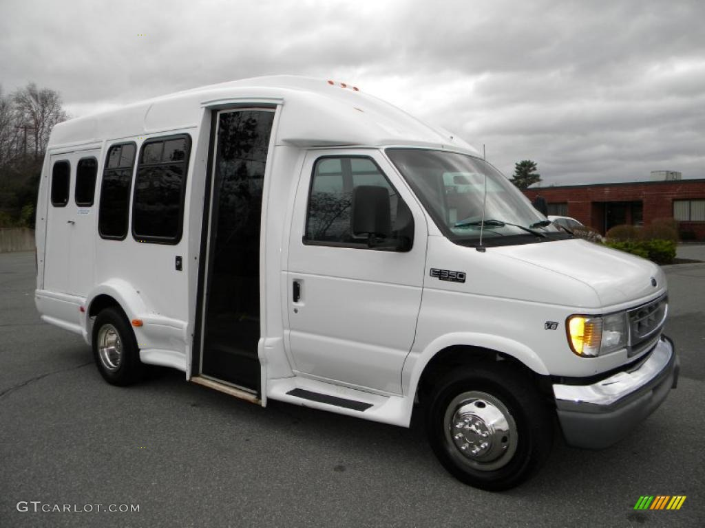 White Passenger Van 2002 Oxford Whi...