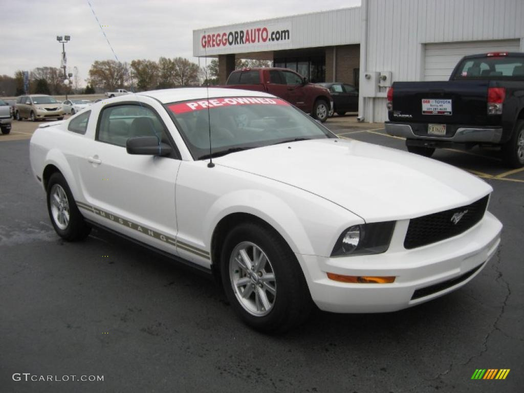 2007 Mustang V6 Deluxe Coupe - Performance White / Medium Parchment photo #1