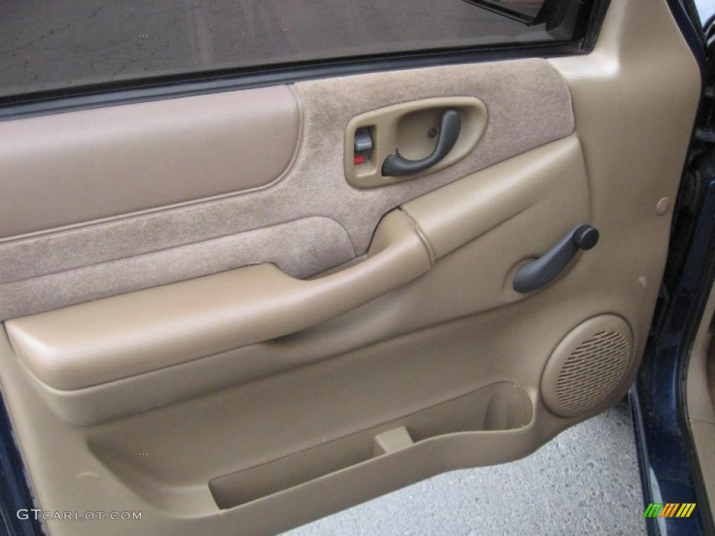 2000 chevrolet s10 ls regular cab beige door panel photo for Door 00 seatac