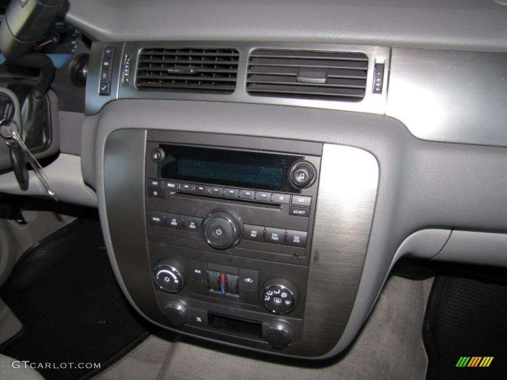 2007 Chevrolet Tahoe LS Controls Photo #40867026