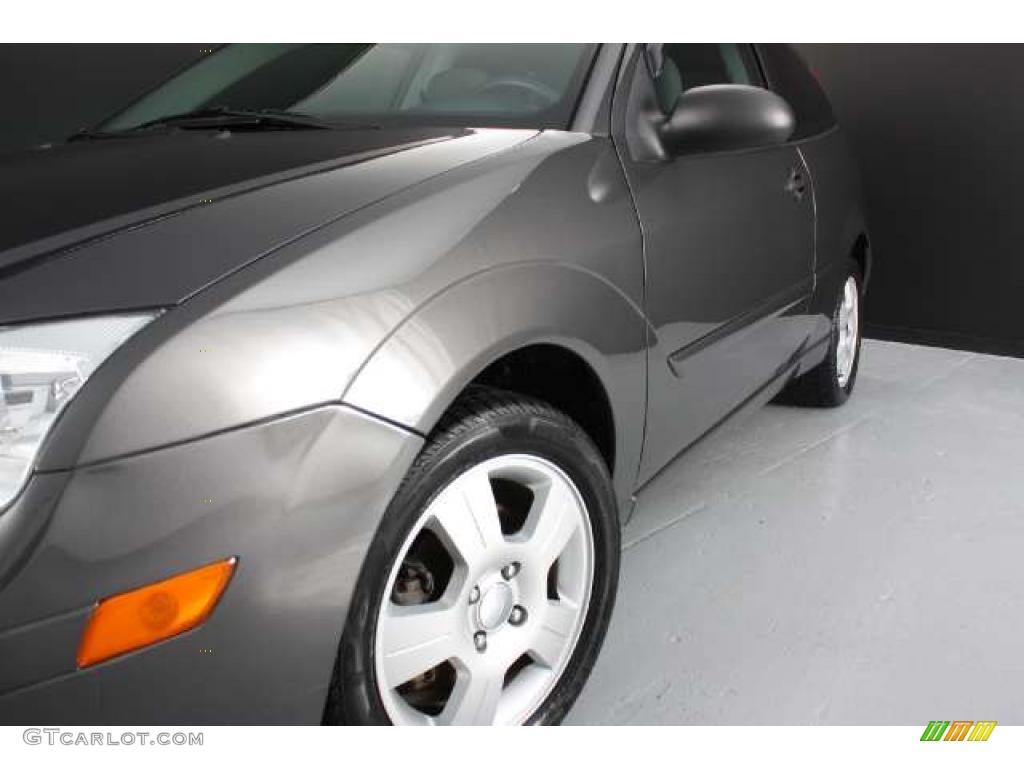2005 Focus ZX3 SES Coupe - Pitch Black / Dark Flint/Light Flint photo #24