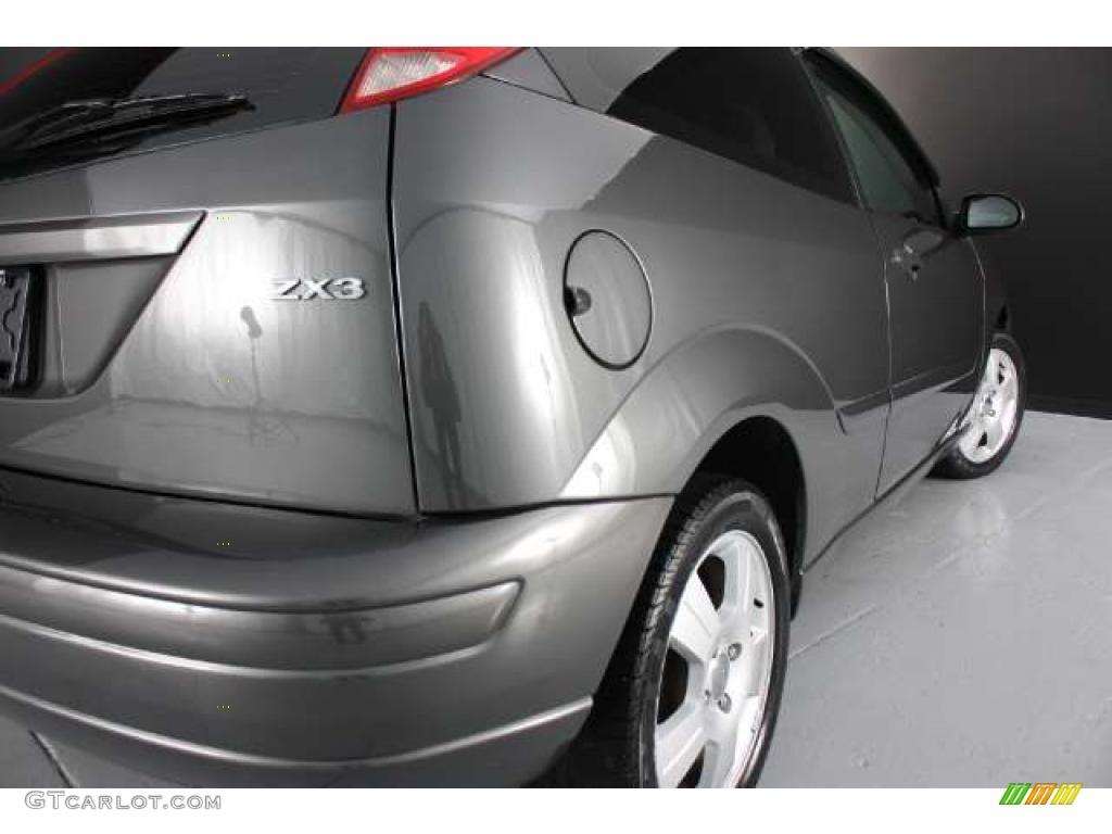 2005 Focus ZX3 SES Coupe - Pitch Black / Dark Flint/Light Flint photo #25