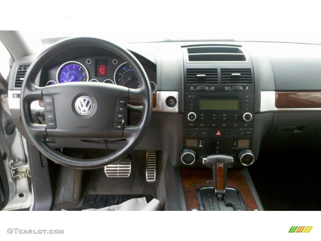 2004 Volkswagen Touareg V8 Teak Dashboard Photo 41201730