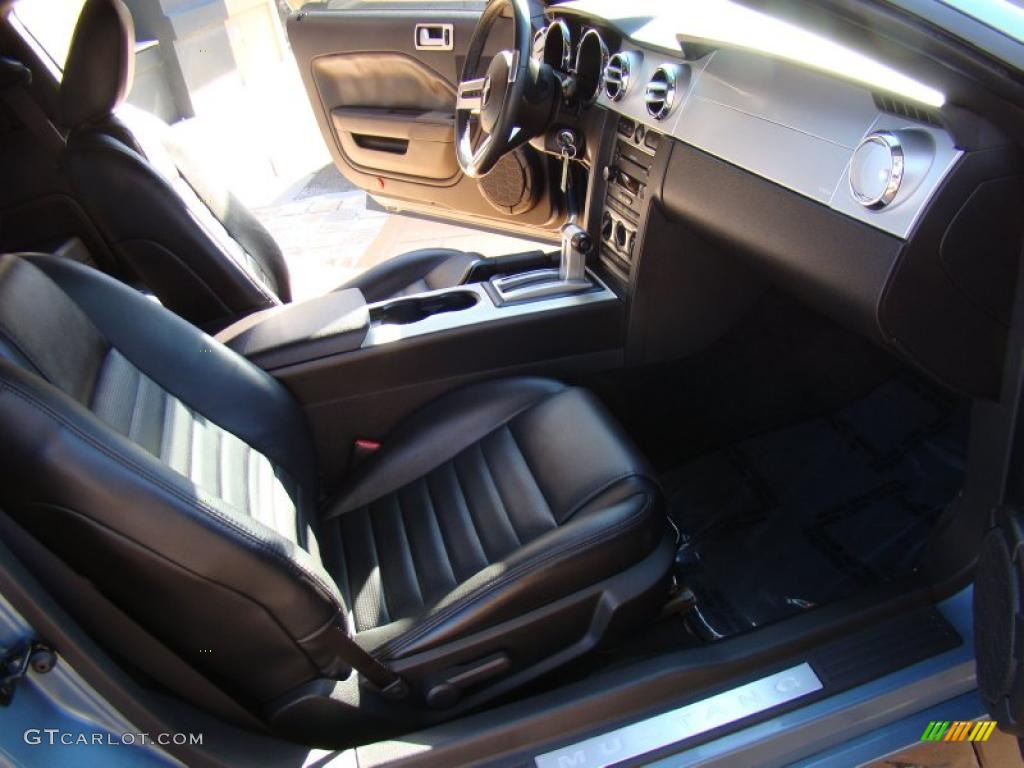 Dark Charcoal Interior 2006 Ford Mustang GT Premium Coupe Photo #41202514