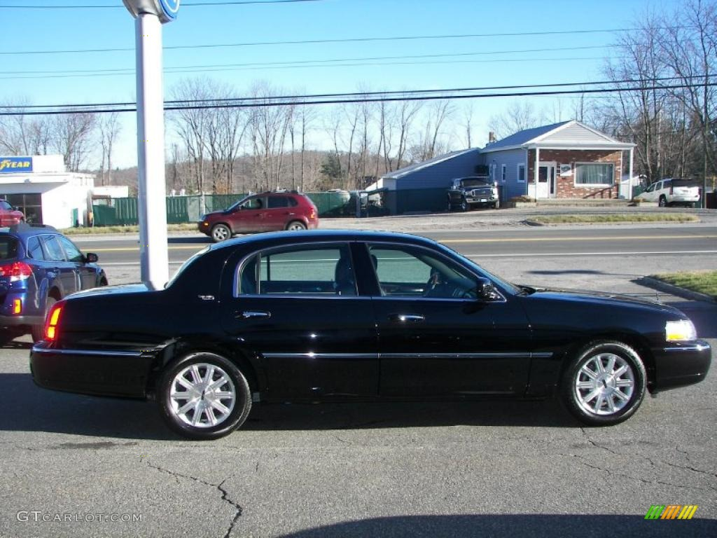 Black 2010 Lincoln Town Car Signature Limited Exterior Photo