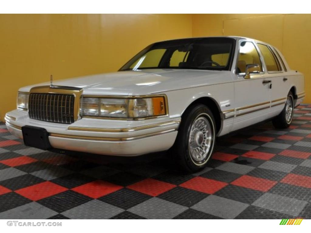 1994 performance white lincoln town car cartier 41508450 photo 2 car color. Black Bedroom Furniture Sets. Home Design Ideas