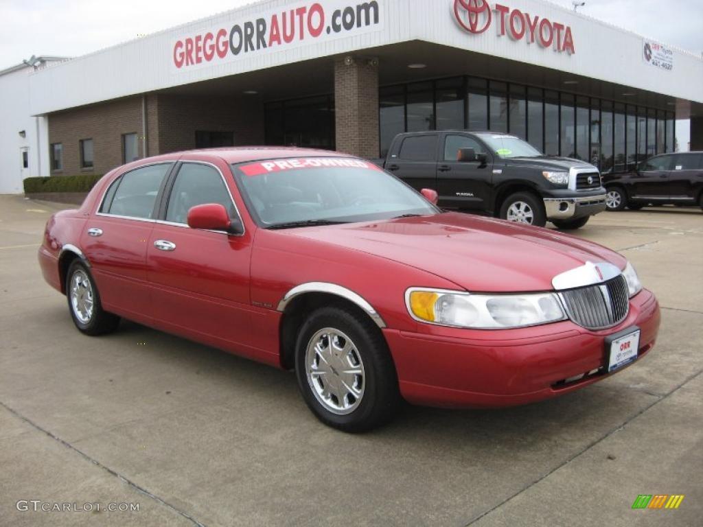 1998 Toreador Red Metallic Lincoln Town Car Signature 41534298