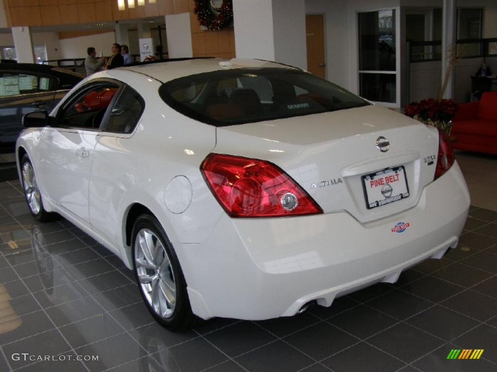 2011 Altima 3.5 SR Coupe   Winter Frost White / Red Photo #2