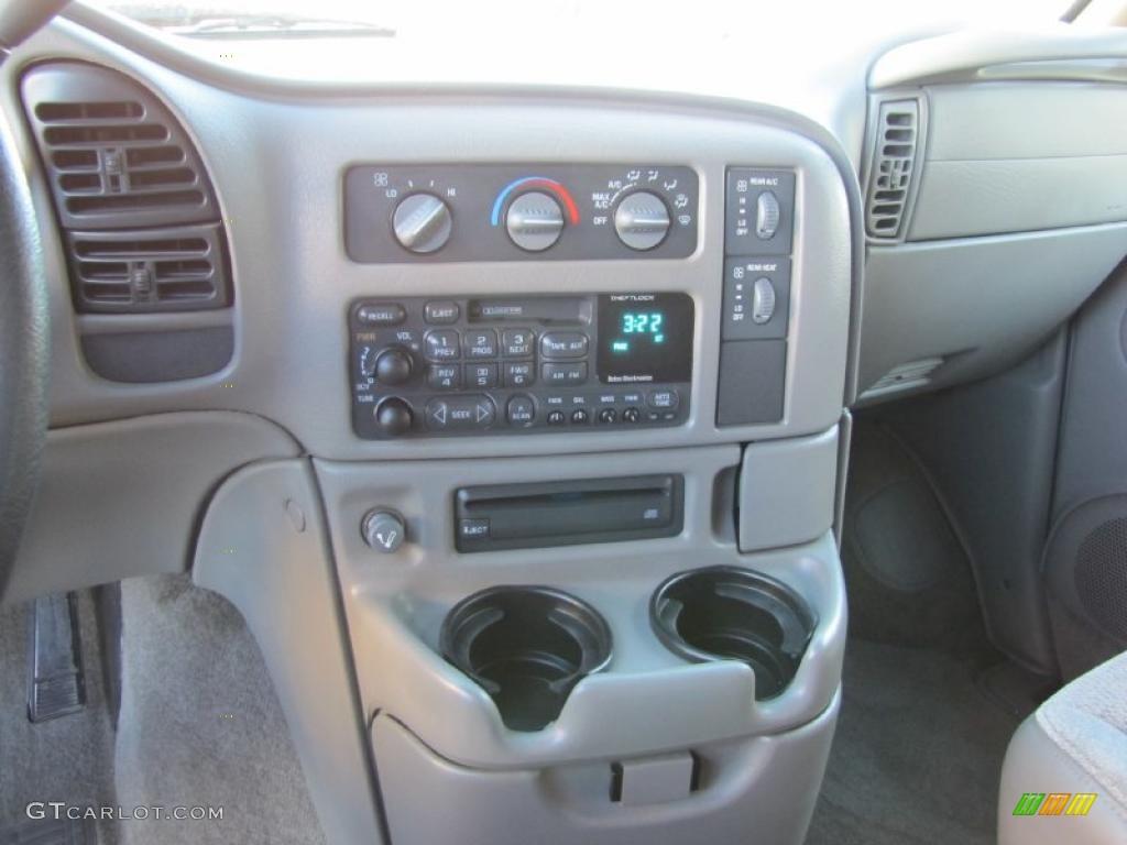 2000 Chevrolet Astro LS AWD Passenger Van Controls Photo #41618137