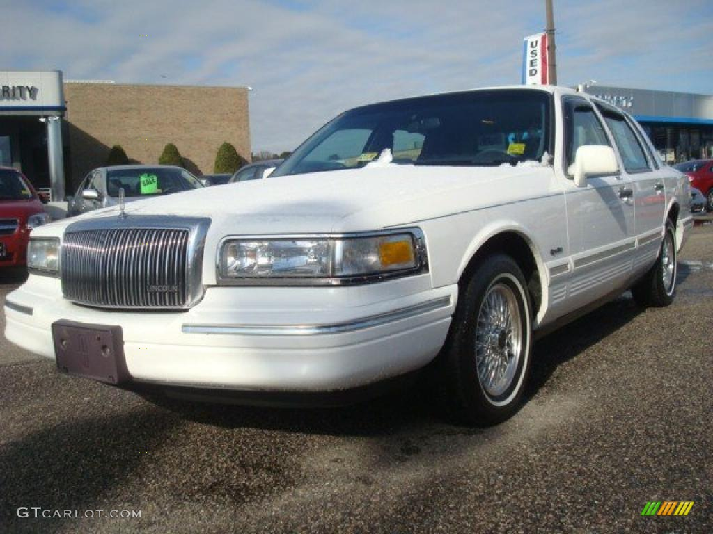 1997 performance white lincoln town car signature 41700760 car color galleries. Black Bedroom Furniture Sets. Home Design Ideas