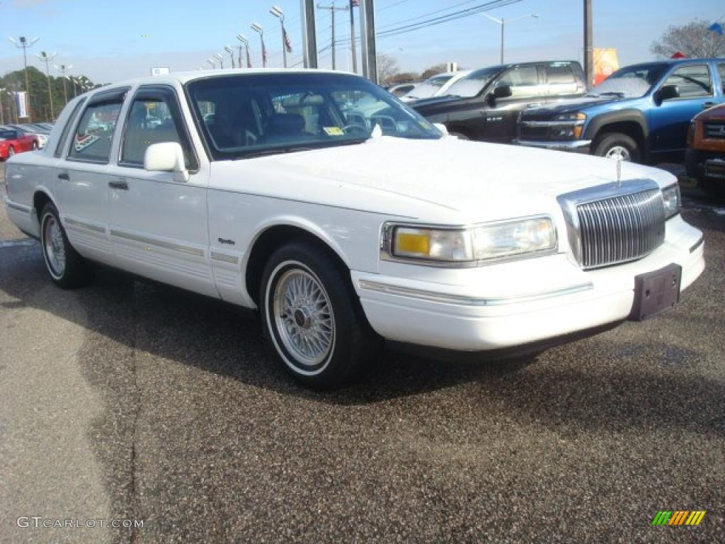 Performance White 1997 Lincoln Town Car Signature Exterior Photo