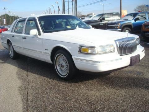 1997 Lincoln Town Car Signature Data Info And Specs Gtcarlot Com